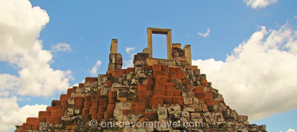 Baphuon Angkor temple Cambodge