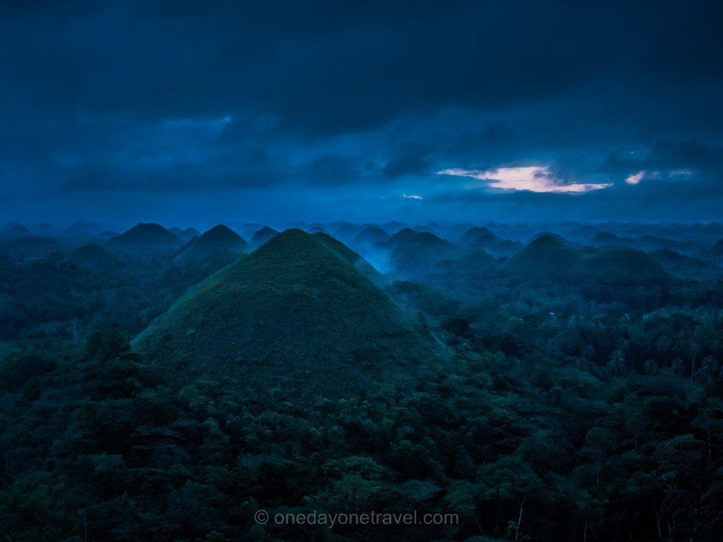 Bohol Loboc Chocolate Hills sunrise