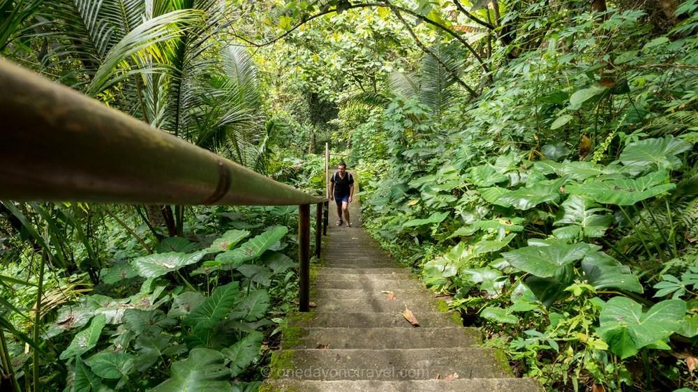 Casaroro escalier Ile de Negros Philippines