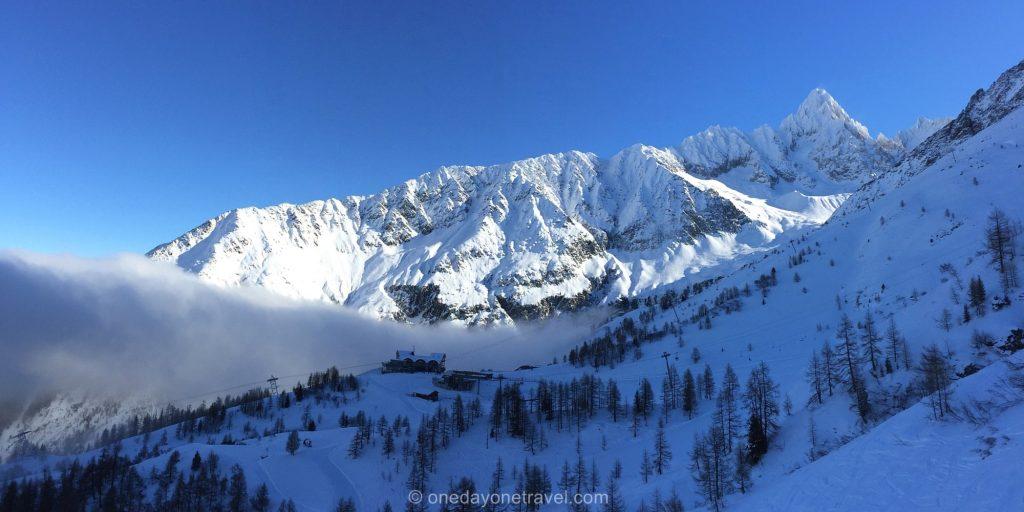 Chamonix montagne neige ciel bleu