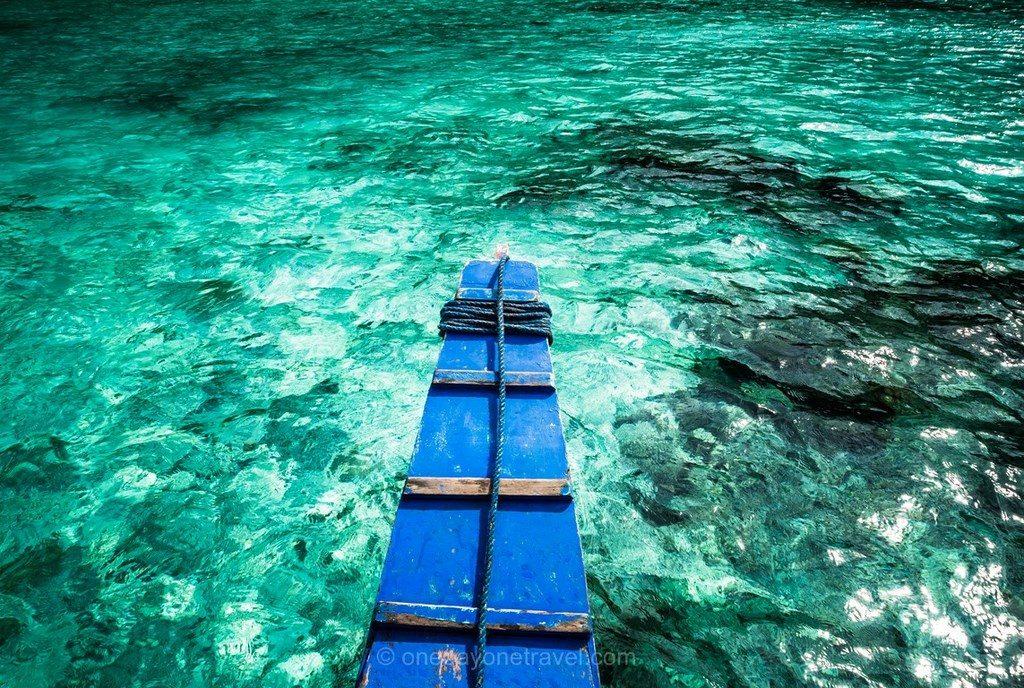 Coron Philippines eau turquoise barque