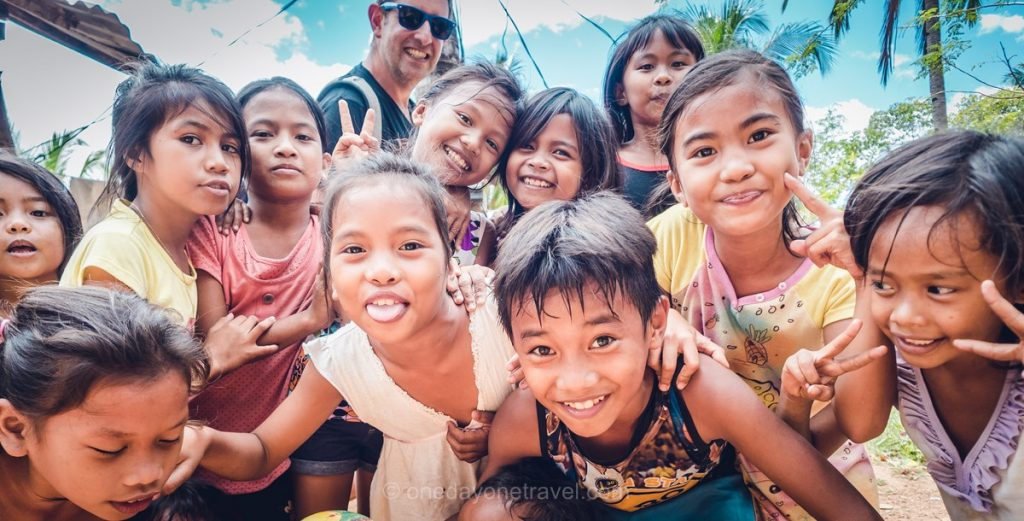 Coron Philippines village enfants