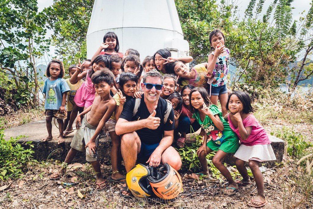 Coron Philippines village enfants phare Philippines