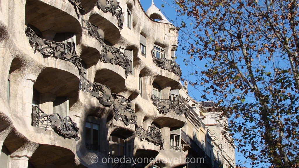 Eixample blog voyage balcon Gaudi