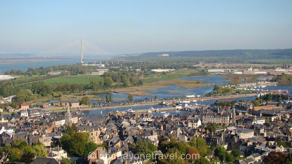 Vue sur Honfleur et le pont de Normandie
