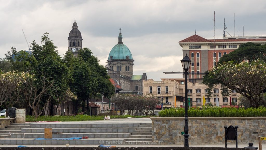 Visiter Manille Intramuros église place