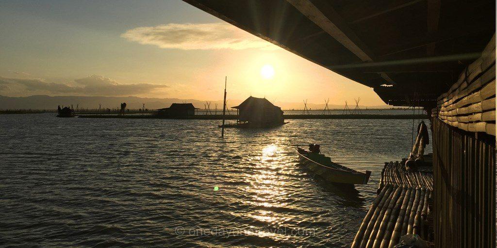 Lac Tempe maison flottante coucher soleil
