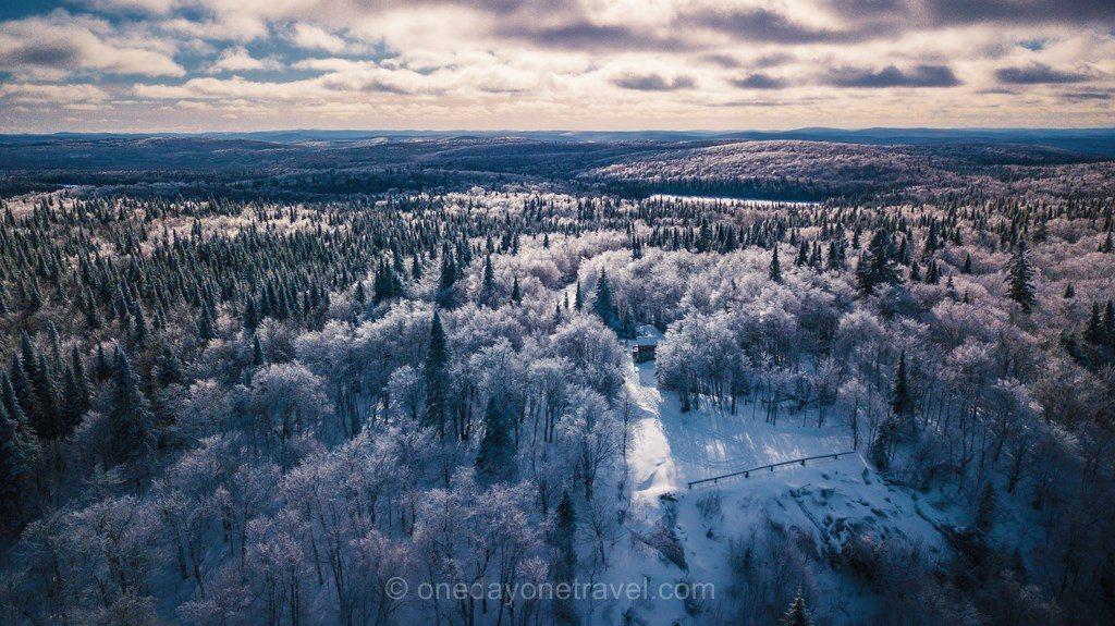 Laurentides hiver Mekoos forêt neige drone