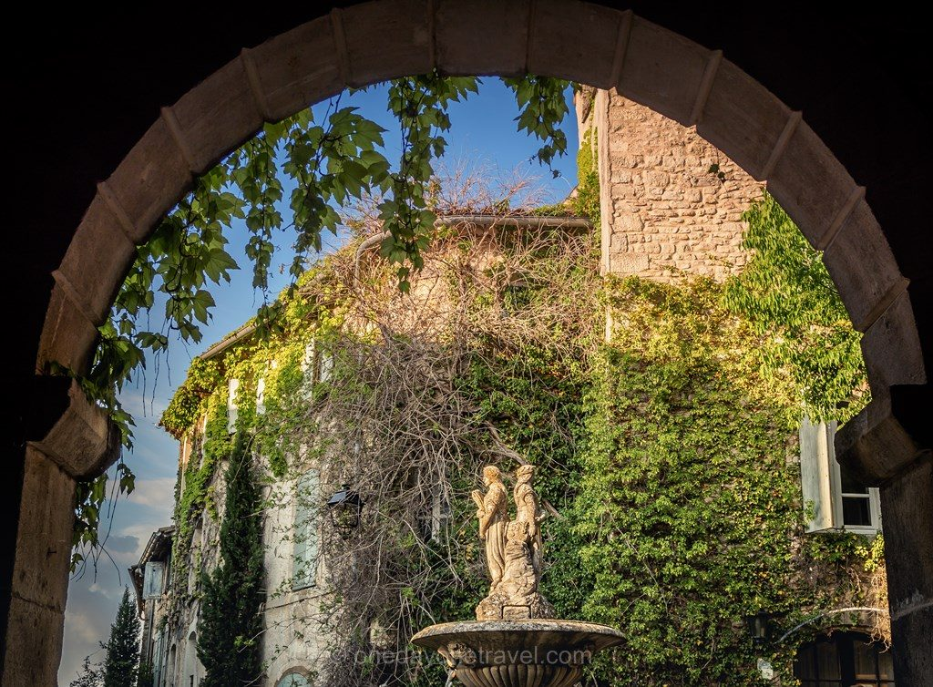 Luberon architecture fontaine