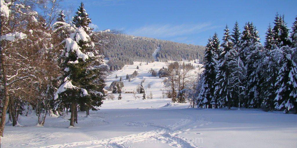 Montagnes du Jura la station des rousses neige ski