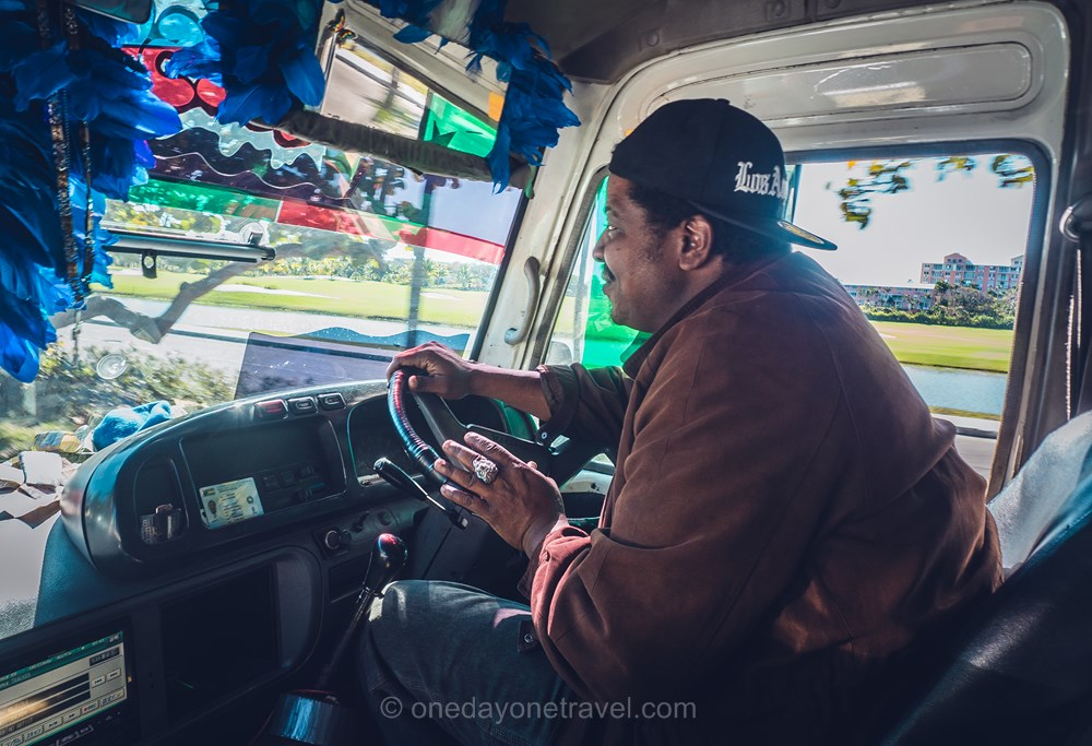 Nassau chauffeur bus Les Bahamas