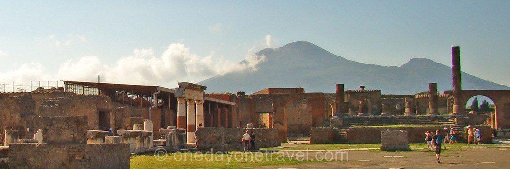 Pompei forum et volcan vesuve
