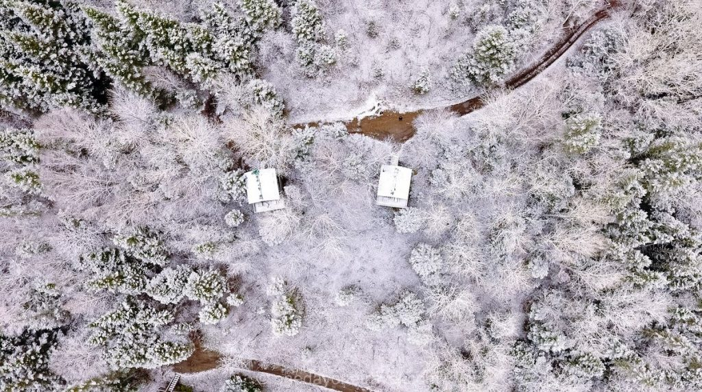 Route Fjord Canopée lit drone neige
