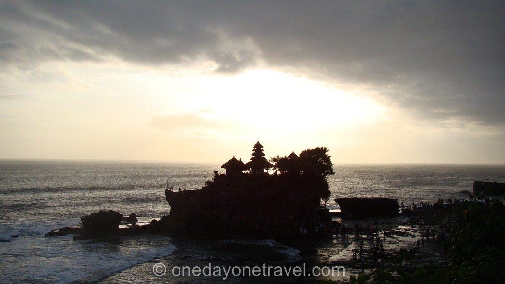 Visiter le temple de Tanah Lot Bali en fin de journée