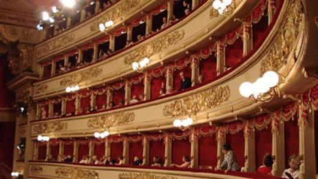 Balcons du théâtre de la Scala de Milan en Italie