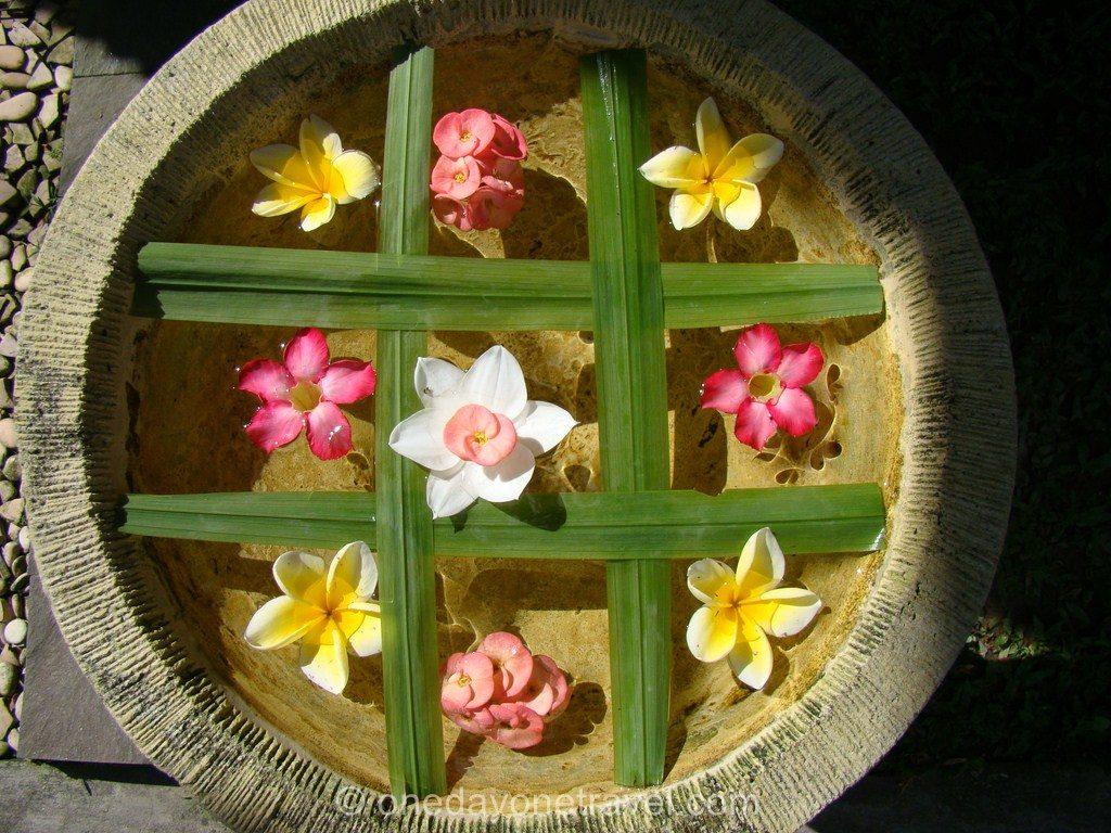 Composition de fleurs Ubud Bali