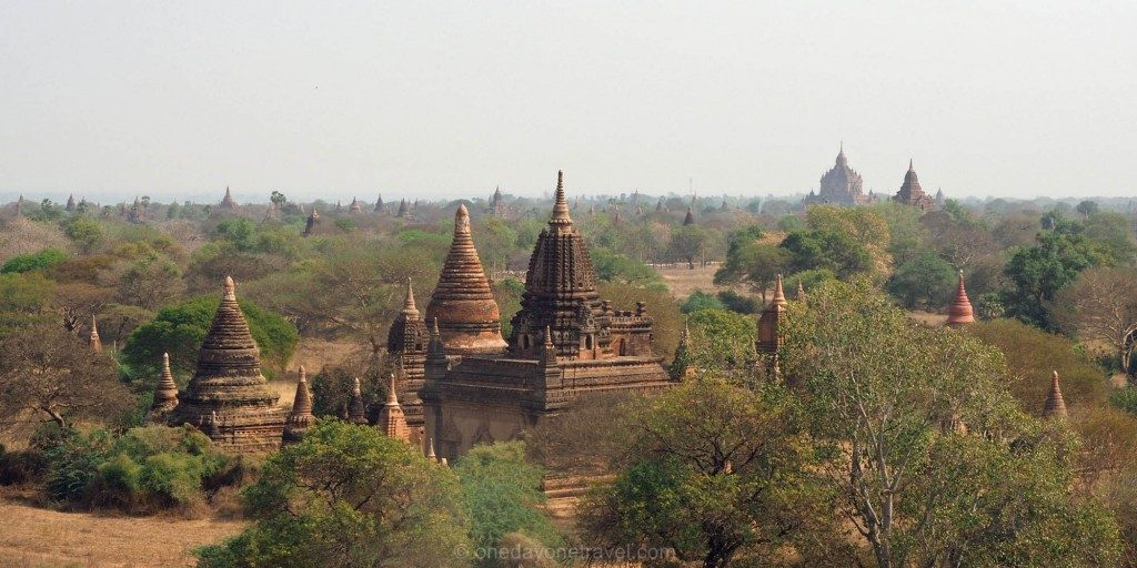 plaine de Bagan Myanmar Birmanie temple