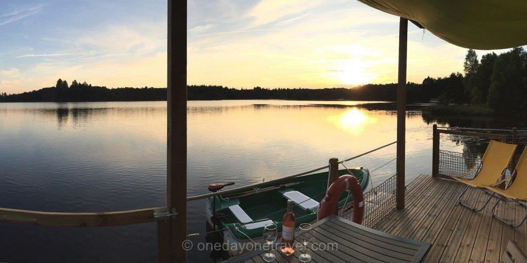 maison flottante etang taysse sunset