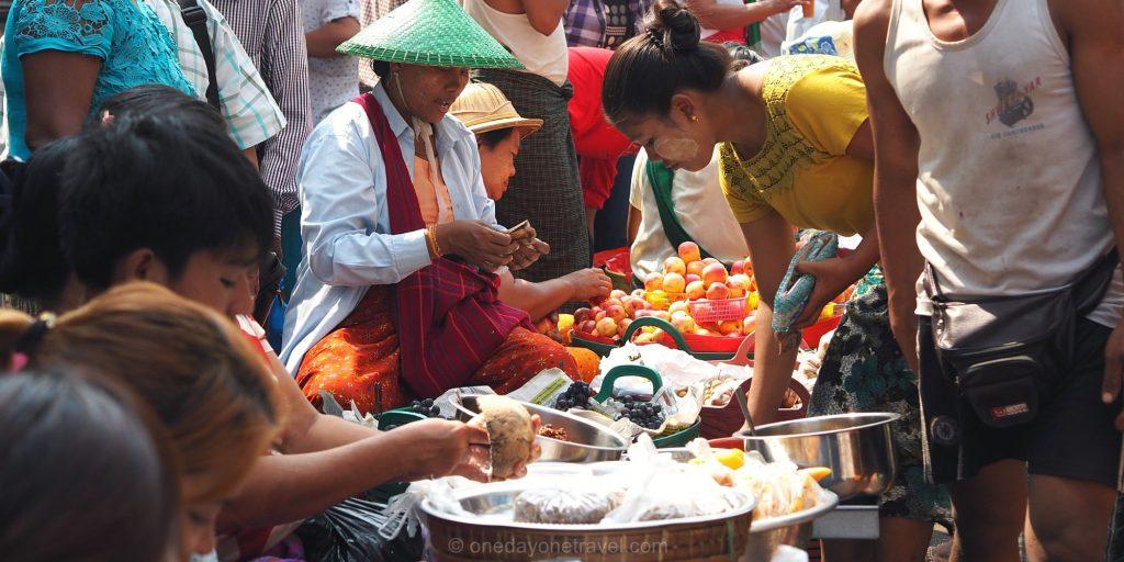 marché de rue à Yangon