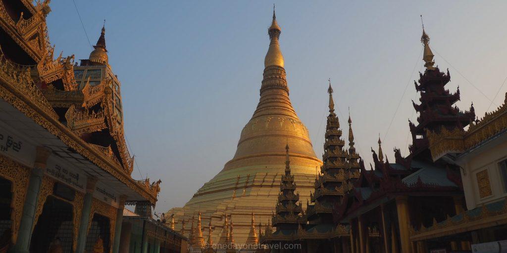 pagode Shwedagon stupa coucher du soleil