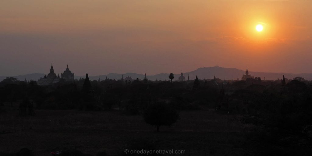 plaine bagan coucher du soleil
