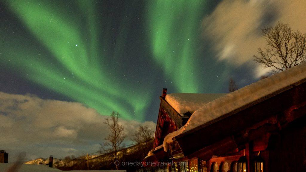Norvège du Nord Aurore boréale chalet