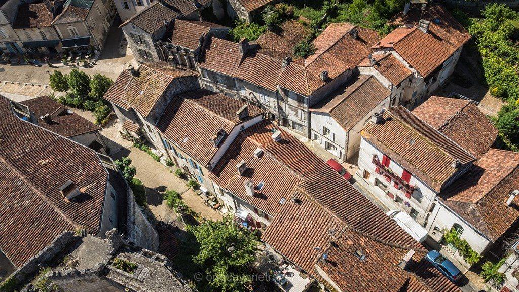 Château de Bourdeilles Dordogne vue toits village