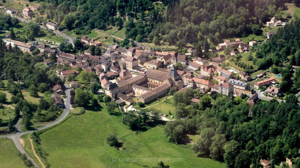 Vue aérienne de Cadouin