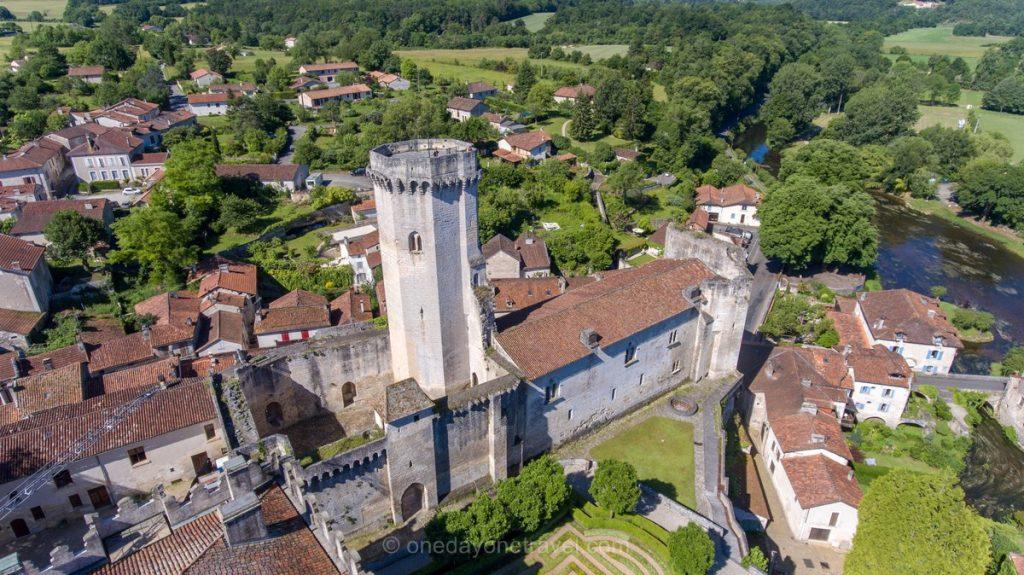 Château de Bourdeilles Dordogne drone