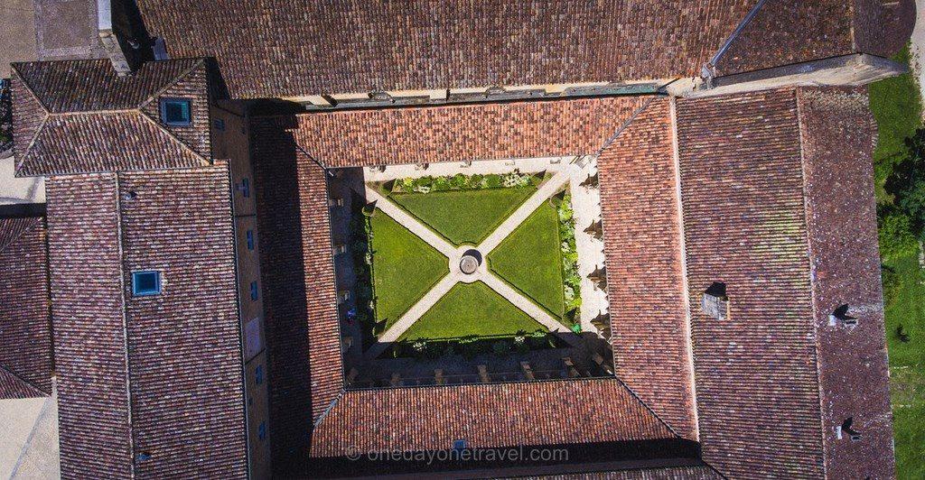 Cloître de Cadouin vu du ciel Dordogne