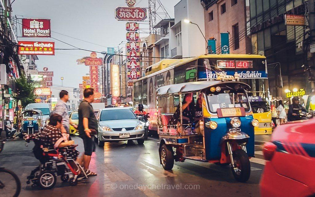 Bangkok Chinatown rue tuk tuk Thaïlande
