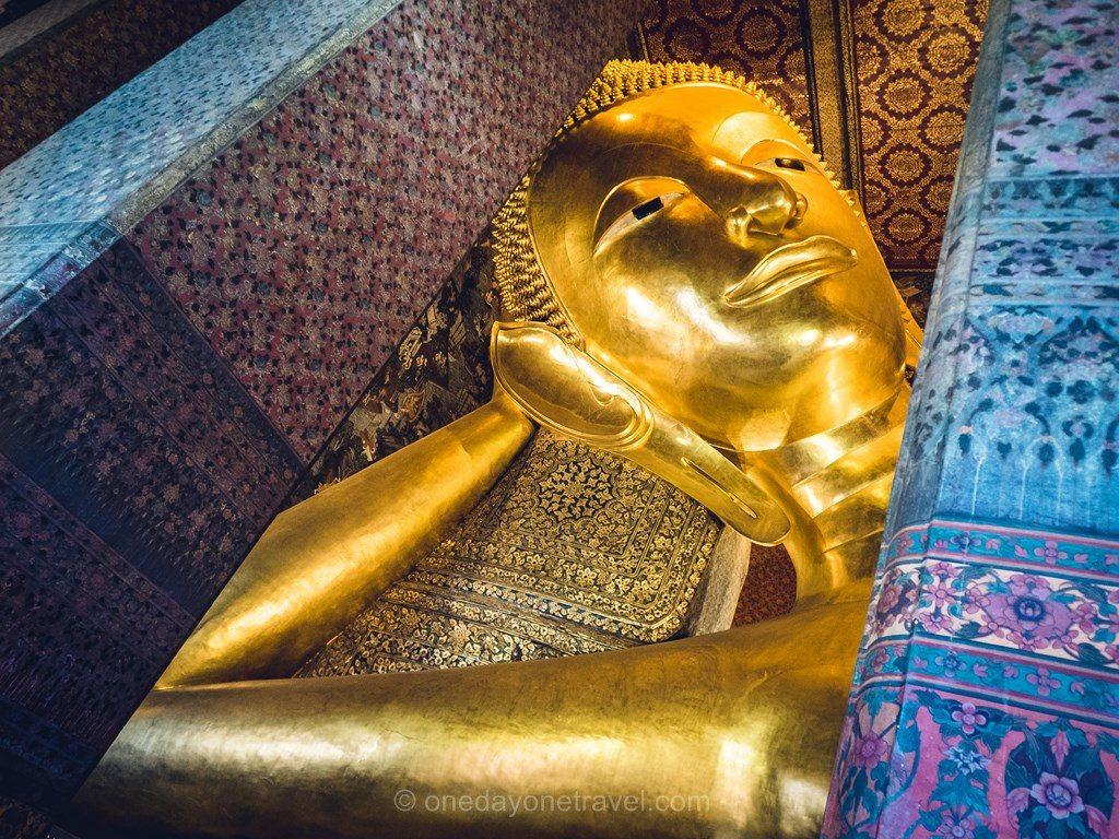 Bangkok Wat Pho bouddha couché