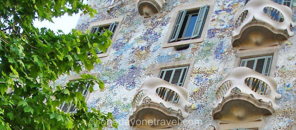Eixample blog voyage façade Gaudi