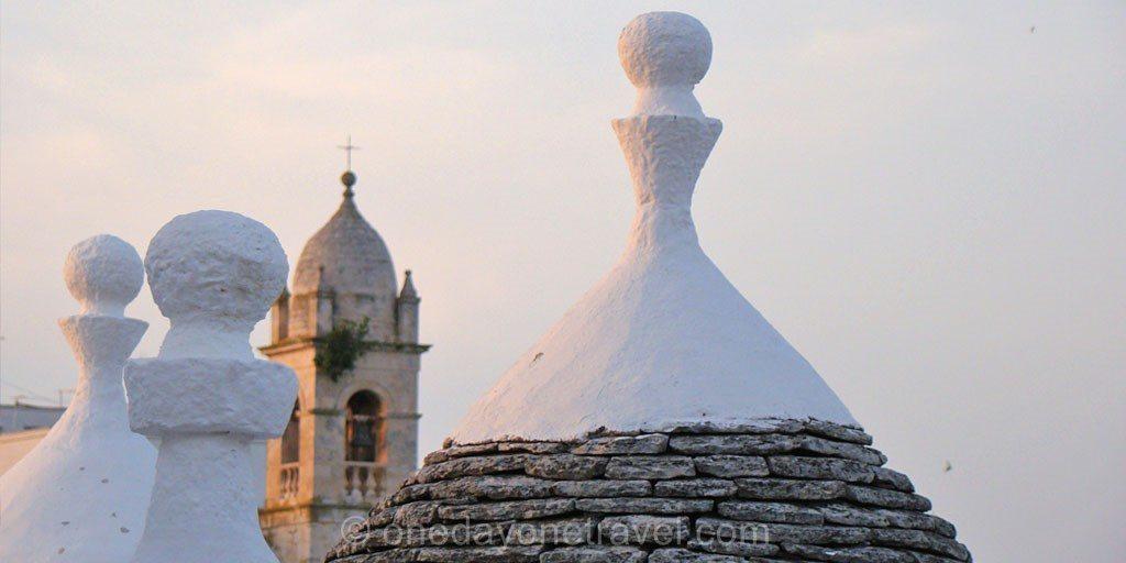 Les Pouilles Alberobello trulli toit eglise