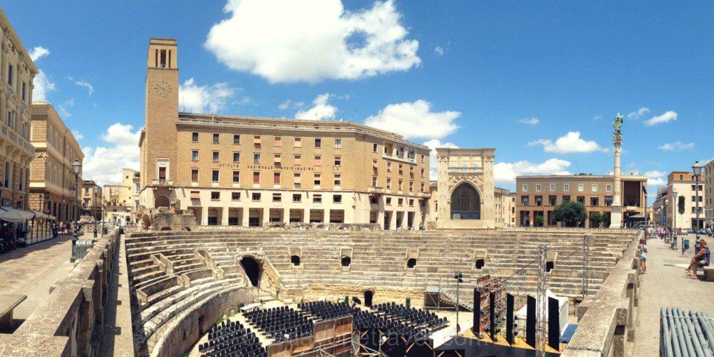 Les Pouilles Lecce baroque amphitheatre