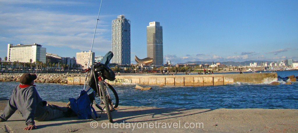 Port Olympique Barcelone plage pêcheur