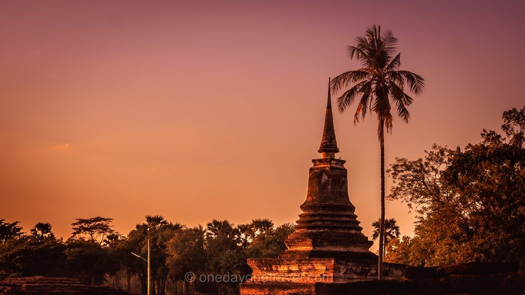Sukhothai coucher de soleil sunset temple