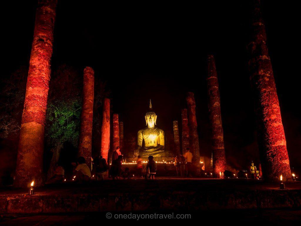 Sukhothai temple nuit bougie