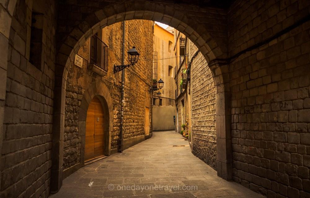 Visiter Barcelone pour la première fois arche gothique