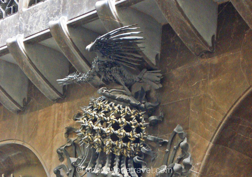 Visiter le quartier du raval Barcelone statue Gaudi