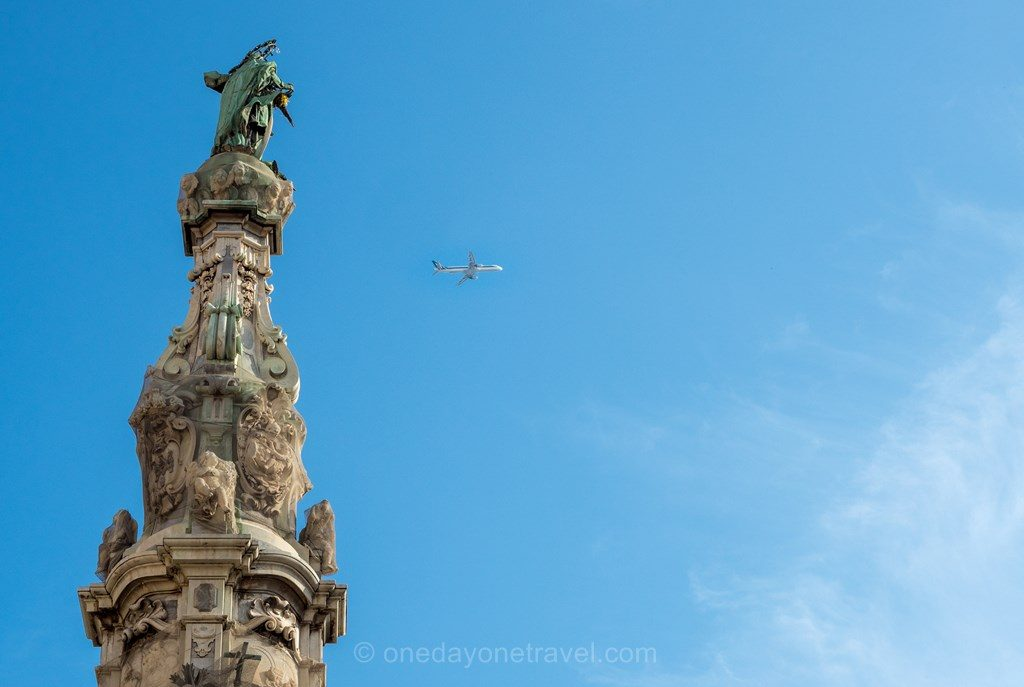 Visiter Naples avion statue