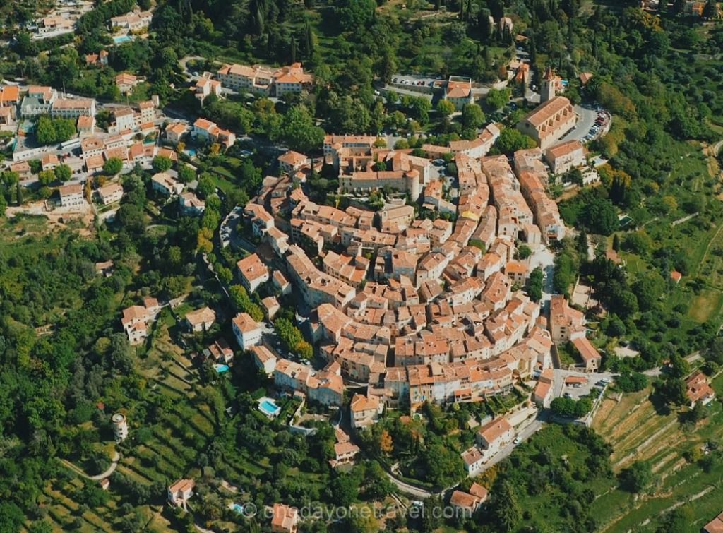 Callian vue du ciel - Visites des villages du Pays de Fayence - Estérel Côte d'Azur