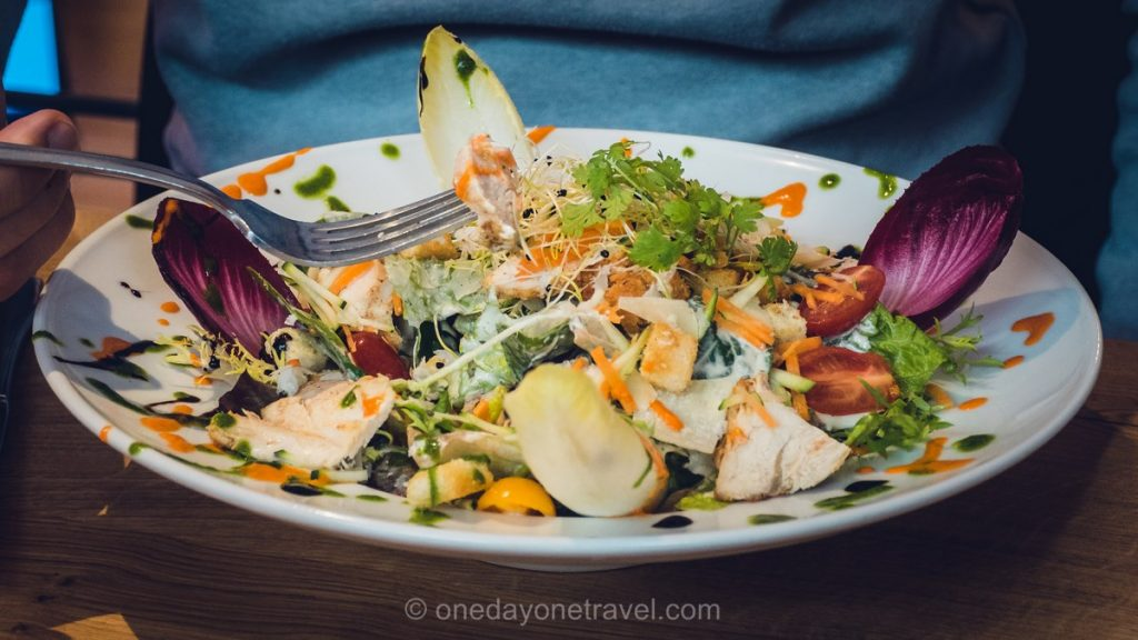Grand Bornand - Salade au restaurant Optraken