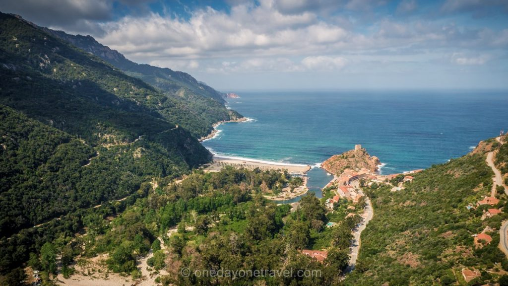 Porto en Corse vue depuis un hélicoptère