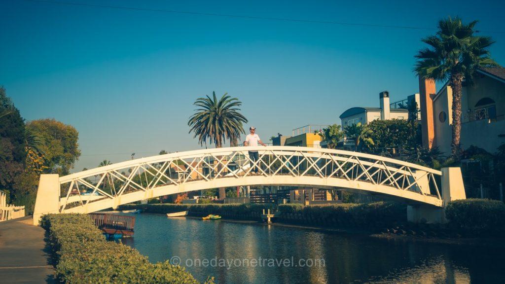 Pont sur canal à Venice à Los Angeles