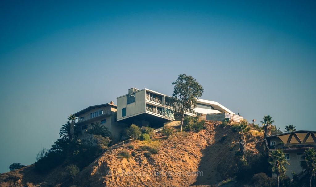 Villa de luxe perchée visible depuis Mulholland drive - Visiter Los Angeles