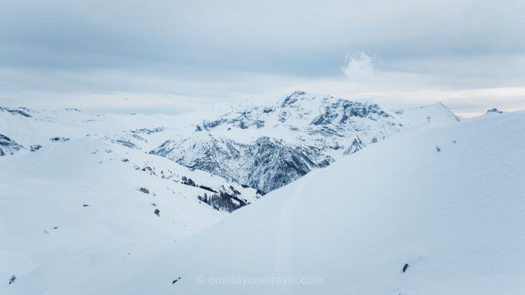 Vue sur le parc National des Êcrins depuis Orcières en hiver