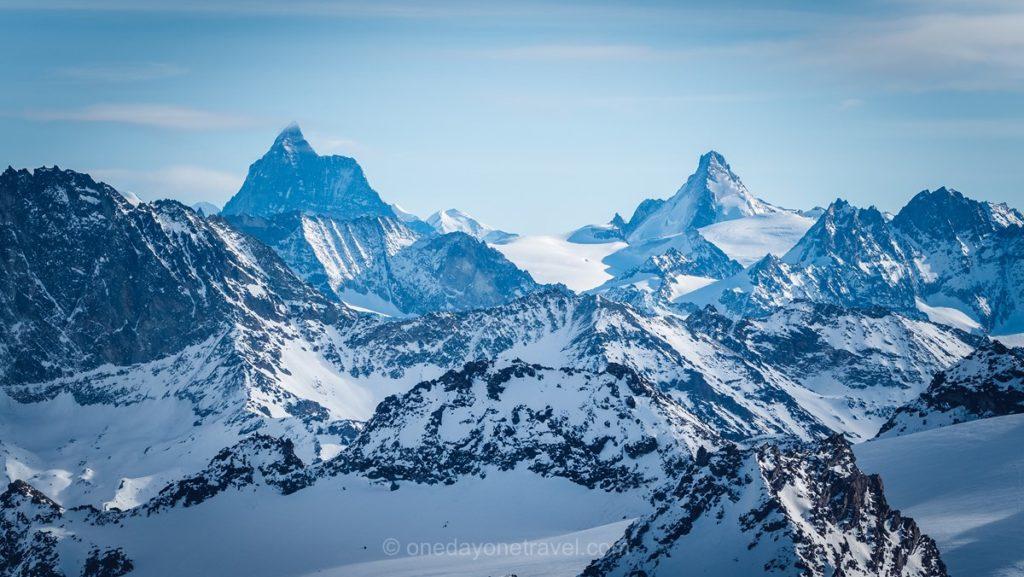 Vue sur le mont Cervin depuis la plateforme de mont-Fort Verbier