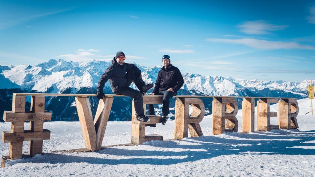 Les blogueurs voyage Franck et Richard de OneDayOneTravel à Verbier en Suisse en hiver
