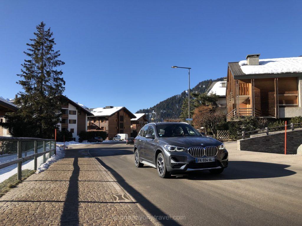 Arrivée en BMW X1 louée chez Sixt dans la station de sport d'hiver de Verbier en Suisse
